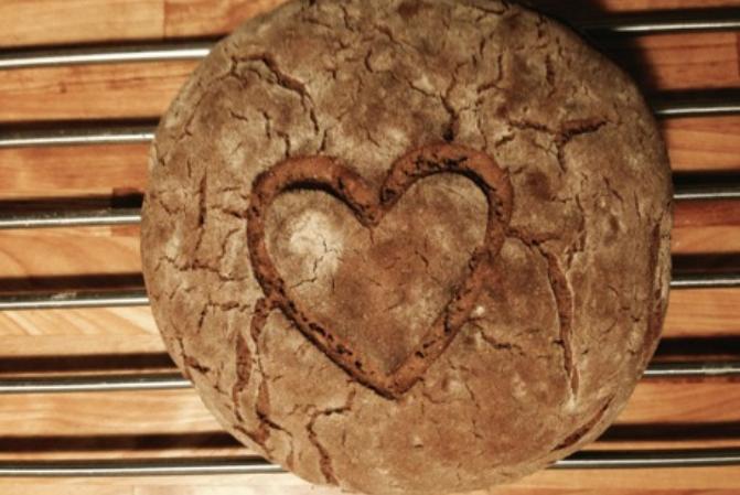 celozrnný celožitný chléb pečený doma